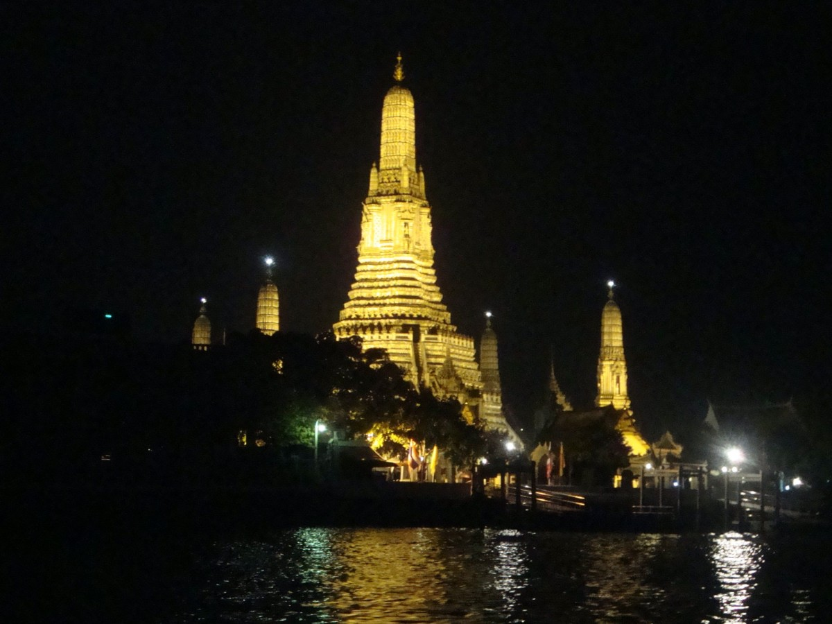 Chao Phraya River Dinner Cruise (the cheap way)