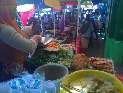 Penjual pecel depan Pasar Beringharjo